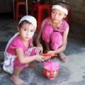 Tin tức - 7 đứa con thơ mang khăn tang tiễn bố sau ngày mãn tang mẹ