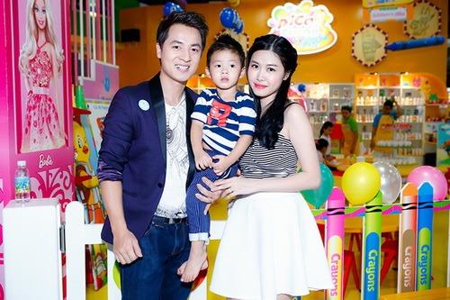 vo chong dang khoi au yem con trai tai su kien - 15
