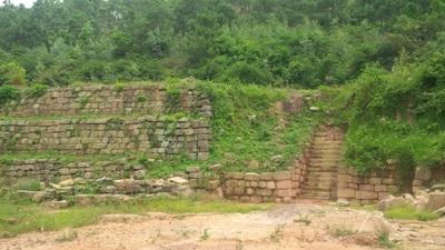 bi an chua loi giai xung quanh cap rong tren cot da khong lo - 1