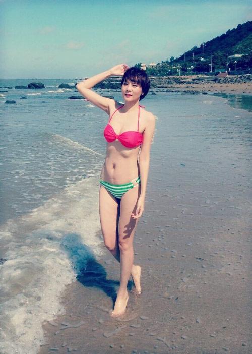 duong yen ngoc dien bikini khoe dang chuan gai hai con - 3