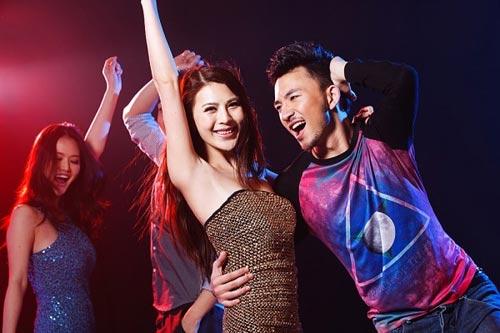 tu vu 12 nguoi thuong vong o quan karaoke, ngam chuyen an choi - 2