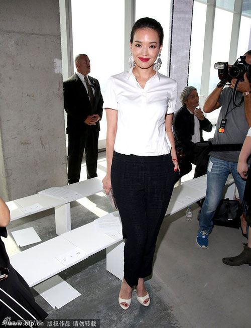 thu ky gian di tai new york fashion week - 1