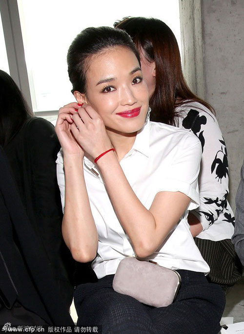 thu ky gian di tai new york fashion week - 4