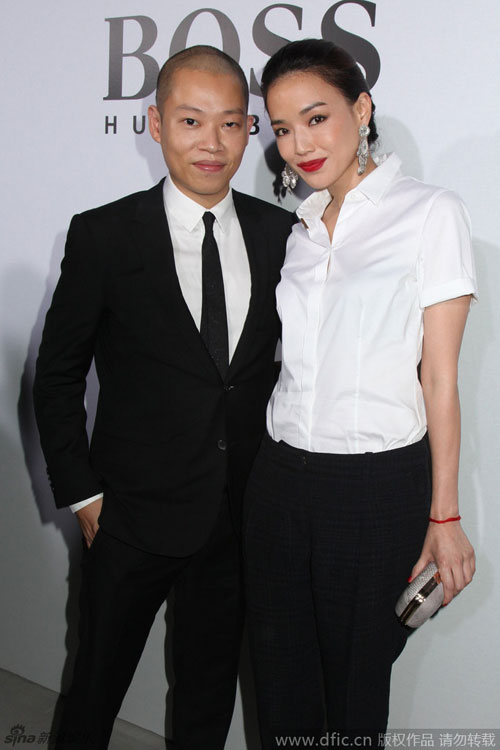 thu ky gian di tai new york fashion week - 6