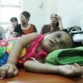 Tin tức - Bé gái 4 tuổi bị đánh dã man: Hàng xóm từng quỳ gối xin tha