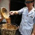 Mua sắm - Giá cả - Thu hồi sản phẩm nghi chứa dầu ăn làm từ rác thải tại VN