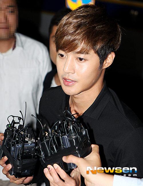 kim hyun joong chinh thuc xin loi ban gai cu - 1