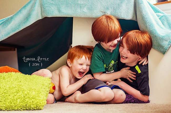 Tanya Little là một nhiếp ảnh gia nghiệp dưvà là mẹ của 3 cậu con trai khá đáng yêu. Mặc dù không thực sự đi theo nghề chụp ảnh nhưng những bức ảnh của bà mẹ trẻ khiến nhiều người vô cùng ngưỡng mộ về tài năng bẩm sinh của Tanya.
