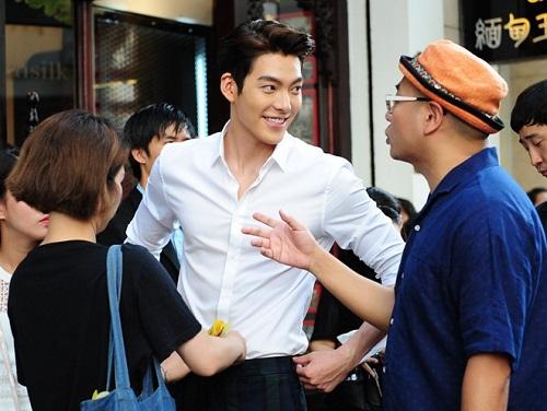 kim woo bin gay nao loan, tac pho dong khoi - 12