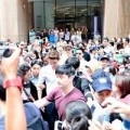 Làng sao - Kim Woo Bin gây náo loạn, tắc phố Đồng Khởi
