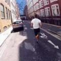 Clip Eva - Video: Chàng trai chạy thi với tàu điện ngầm