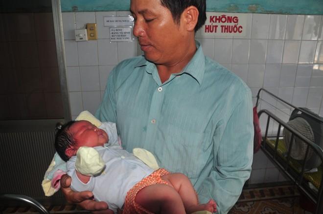 san phu 102 kg sinh 4 con cung co can nang khac thuong - 1