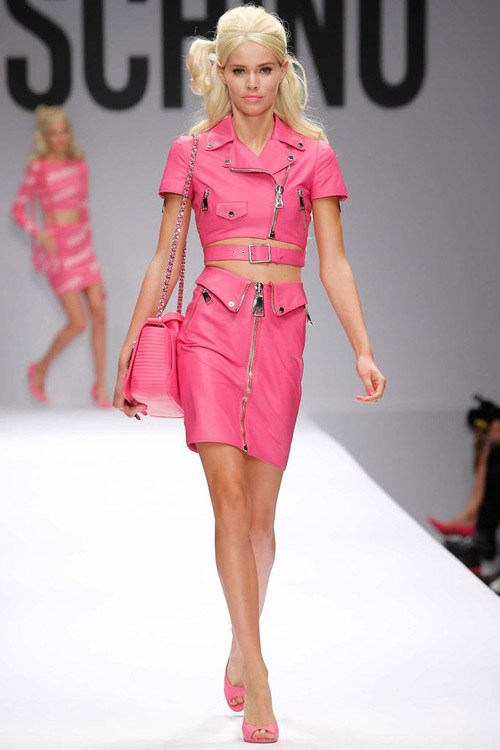 "bup be barbie ""do bo"" san dien cua moschino - 1"