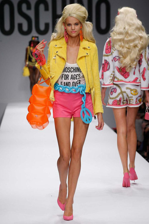 "bup be barbie ""do bo"" san dien cua moschino - 14"
