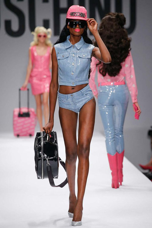 "bup be barbie ""do bo"" san dien cua moschino - 4"