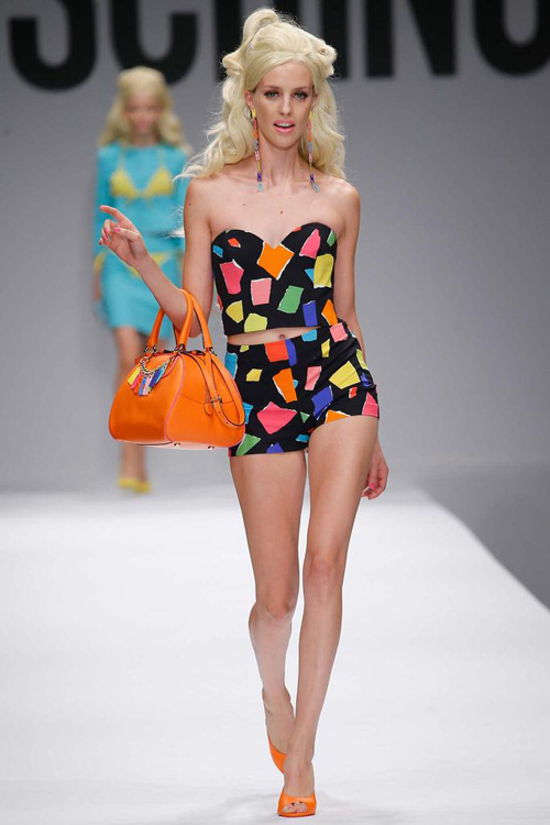 "bup be barbie ""do bo"" san dien cua moschino - 8"