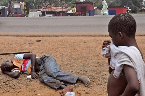 xac nguoi chet vi ebola phat ra tieng keu la khi lat ngua - 3