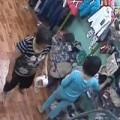 Clip Eva - Hai bà già liên thủ trộm đồ trong shop thời trang