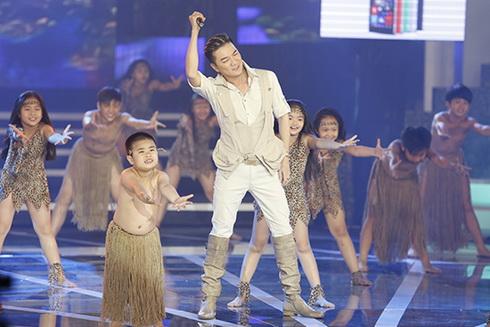"ha ho ""mac nhu khong mac"" sau on ao giai ema - 13"