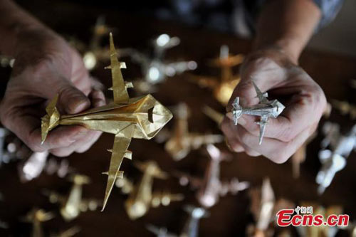 cu ong gap 10.000 may bay giay trong 60 nam - 4