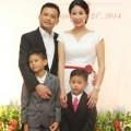 Làng sao - HH Hà Kiều Anh dẫn con tới ủng hộ chồng