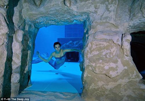 Choáng ngợp bể bơi sâu nhất thế giới - 7