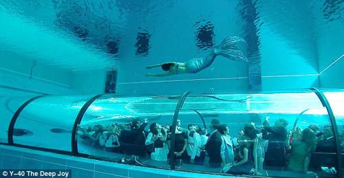 Choáng ngợp bể bơi sâu nhất thế giới - 8