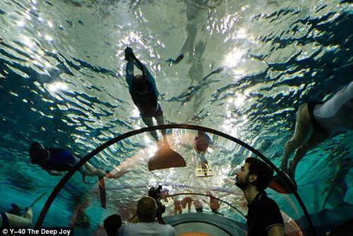 Choáng ngợp bể bơi sâu nhất thế giới - 9