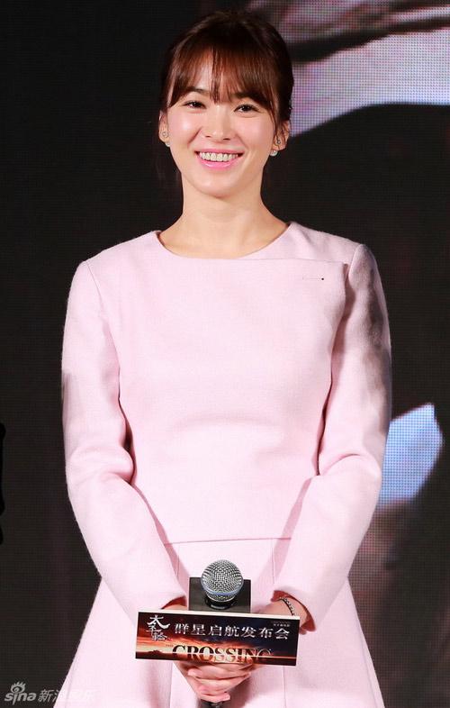 "song hye kyo ""lot thom"" giua hai trai dep - 3"
