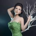 Hậu trường - HH Sương Đặng quyến rũ ngực trần với đầm xanh lá