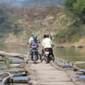 Tin tức - Rợn người đi qua cầu phao Chợ Hôm