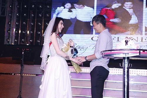 """cong vinh hon say dam thuy tien trong """"dam cuoi"""" - 10"""