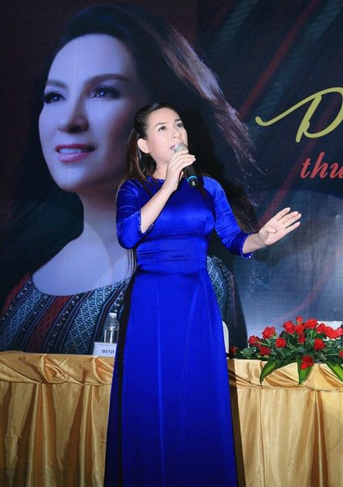 phi nhung lam liveshow ky niem 20 nam ca hat - 3