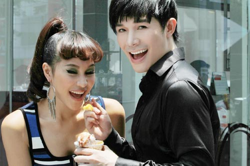"nathan lee ""tro lai"" tinh tu ben phuong mai - 2"