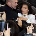 Làng sao - Kim Kardashian bị sàm sỡ tại tuần lễ thời trang Paris