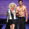 """Jean Paul Gaultier mở  """" đại tiệc """"  chia tay thời trang ứng dụng"""