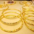 """Mua sắm - Giá cả - """"Vàng ngoại"""" vẫn rẻ hơn """"vàng nội"""" gần 4,8 triệu đồng"""