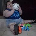 Làm mẹ - Em bé 3 tuổi nặng gần 70kg vì không thể ngừng ăn