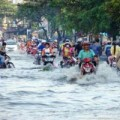 Tin tức - Sài Gòn mưa tối qua, trưa nay vẫn ngập sâu
