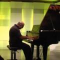 Tin tức - Bác sĩ phẫu thuật bị sét đánh trở thành nghệ sĩ piano