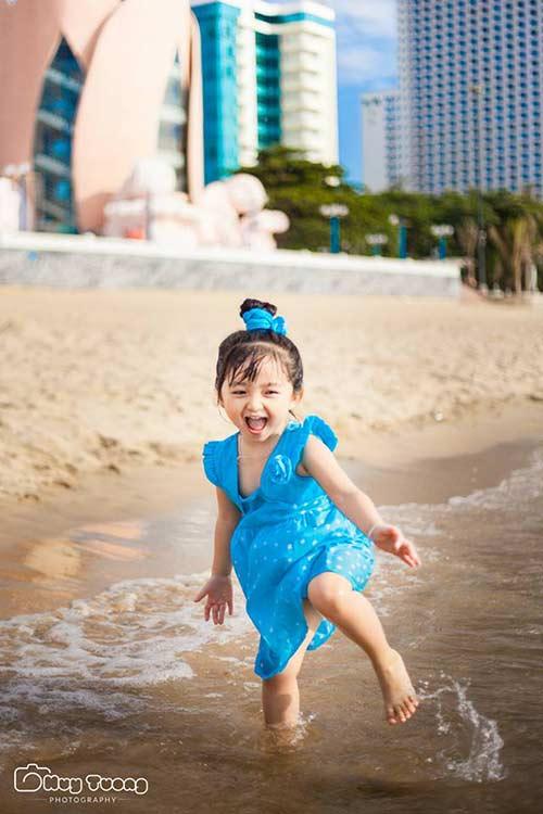 """""""Chao đảo"""" với bộ ảnh mới của thiên thần nhí 4 tuổi Sài Gòn-9"""