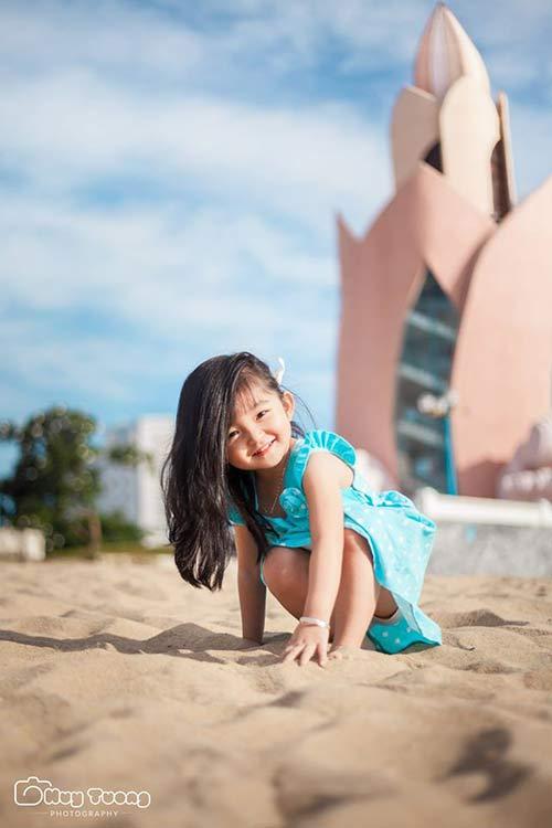 """""""Chao đảo"""" với bộ ảnh mới của thiên thần nhí 4 tuổi Sài Gòn-3"""