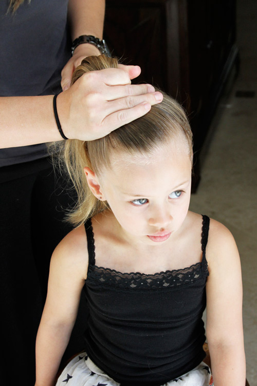 5 phút làm tóc nơ xinh-mát-gọn cho con gái yêu-3