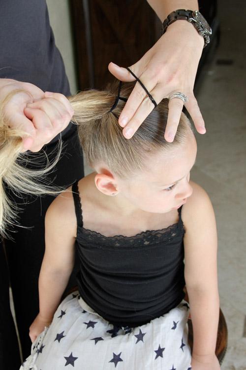 5 phút làm tóc nơ xinh-mát-gọn cho con gái yêu-4