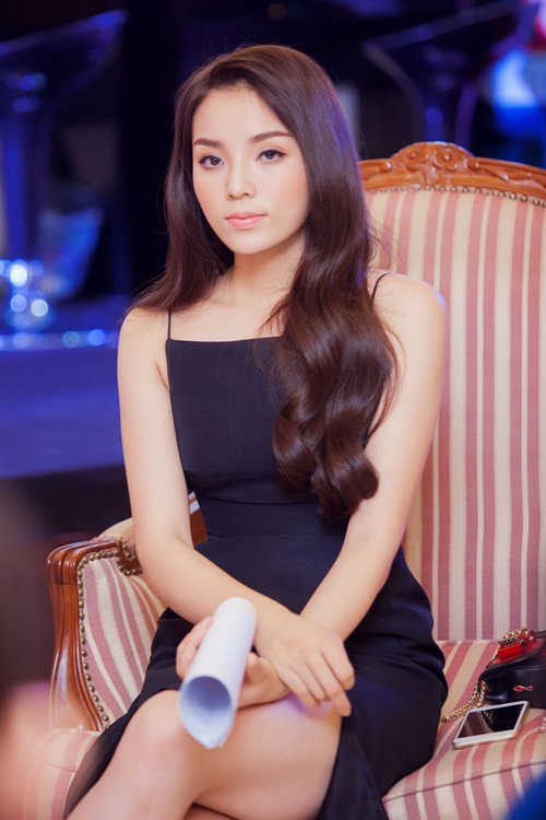 Kỳ Duyên 'ẵm' danh hiệu sao Việt trang điểm xấu tháng 6 - 5