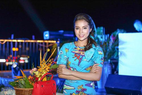 Kỳ Duyên 'ẵm' danh hiệu sao Việt trang điểm xấu tháng 6 - 9