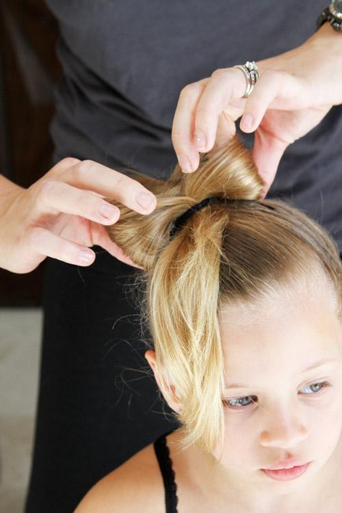 5 phút làm tóc nơ xinh-mát-gọn cho con gái yêu-9