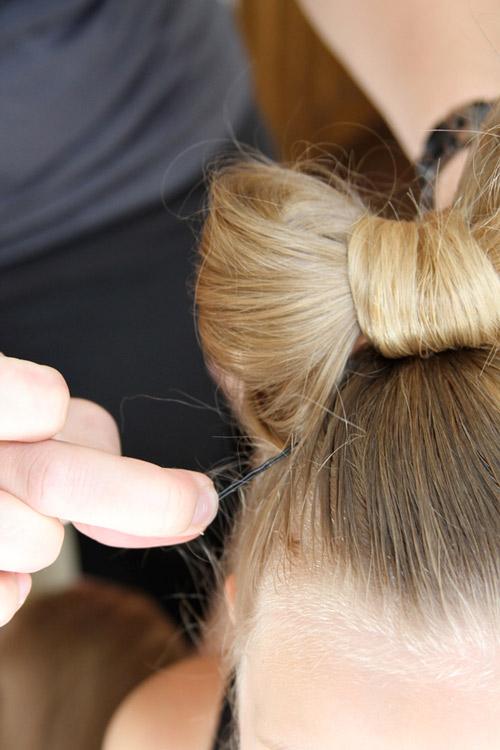 5 phút làm tóc nơ xinh-mát-gọn cho con gái yêu-13