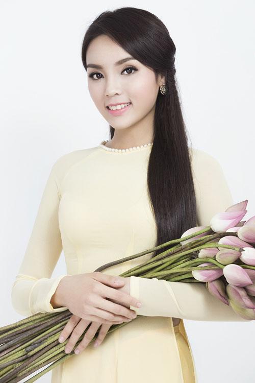 Kỳ Duyên 'ẵm' danh hiệu sao Việt trang điểm xấu tháng 6 - 13