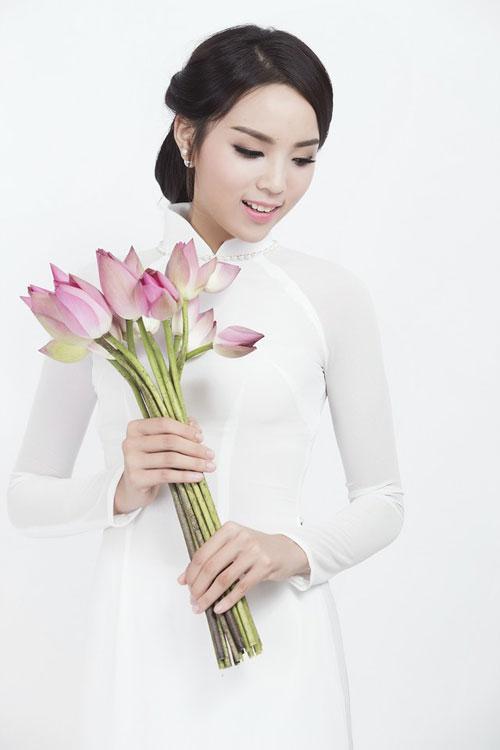Kỳ Duyên 'ẵm' danh hiệu sao Việt trang điểm xấu tháng 6 - 14